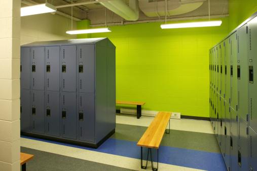 Health Spa「empty green gym locker room」:スマホ壁紙(13)