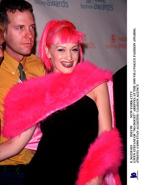 Pink Hair「Gwen Stefani Of No Doubt Arrives At The 1999 Vh 1/Vogue Fashion」:写真・画像(2)[壁紙.com]