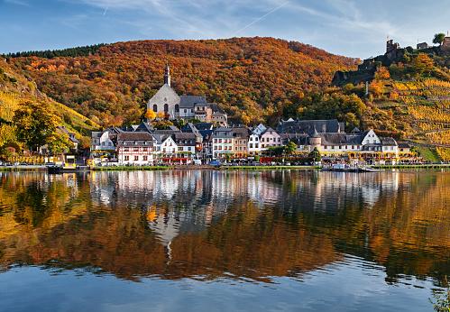 Rhineland-Palatinate「Beilstein resort town and Vineyards in Mosel wine valley at autumn」:スマホ壁紙(17)