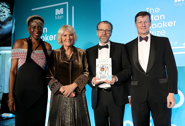 Group Of People「The Duchess Of Cornwall Attends The Man Booker Prize」:写真・画像(16)[壁紙.com]