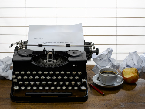 作家「Workplace of a writer with old typewriter」:スマホ壁紙(15)