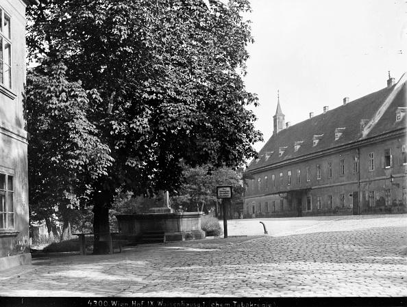 Footpath「Vienna 9: Courtyard In The Former Tobacco Monopoly In Vienna 9, Waisenhausgasse 1. About 1910. Photograph By Bruno Reiffenstein (No. 4300).」:写真・画像(15)[壁紙.com]