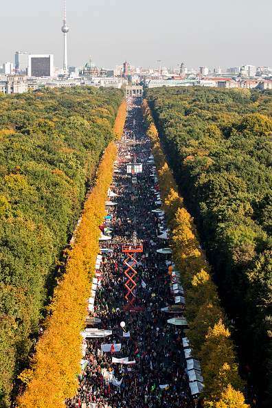 Free Trade Agreement「Thousands Protest TTIP And CETA Trade Accords」:写真・画像(16)[壁紙.com]