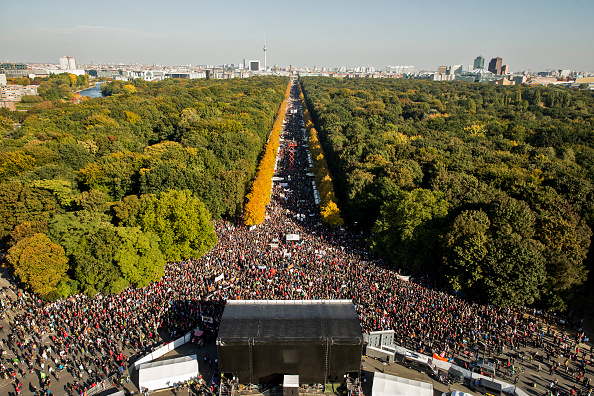 Free Trade Agreement「Thousands Protest TTIP And CETA Trade Accords」:写真・画像(18)[壁紙.com]
