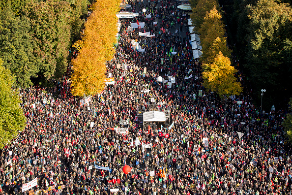 Free Trade Agreement「Thousands Protest TTIP And CETA Trade Accords」:写真・画像(14)[壁紙.com]