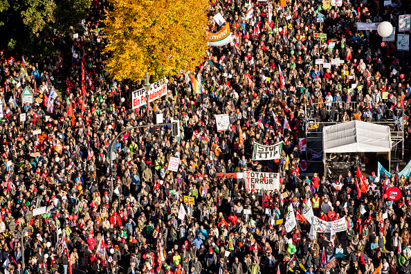 Free Trade Agreement「Thousands Protest TTIP And CETA Trade Accords」:写真・画像(19)[壁紙.com]