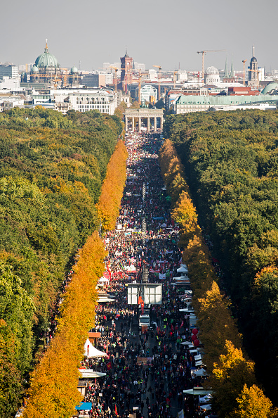 Free Trade Agreement「Thousands Protest TTIP And CETA Trade Accords」:写真・画像(17)[壁紙.com]