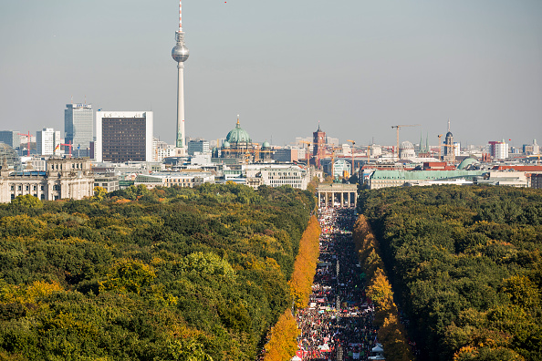 Free Trade Agreement「Thousands Protest TTIP And CETA Trade Accords」:写真・画像(15)[壁紙.com]