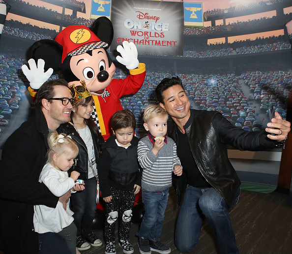 Mickey Mouse「Disney On Ice presents Worlds Of Enchantment Celebrity Guests (STAPLES Center Los Angeles)」:写真・画像(14)[壁紙.com]