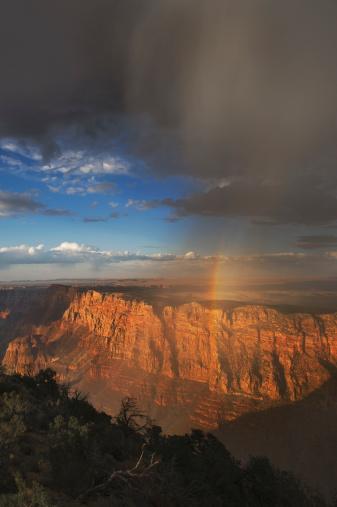 雨「Rainbow and clouds over Grand Canyon, Arizona」:スマホ壁紙(1)