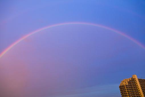 虹「レインボー建物の朝には、」:スマホ壁紙(14)