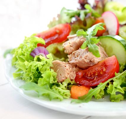 Radish「A fresh and colorful tuna salad」:スマホ壁紙(2)