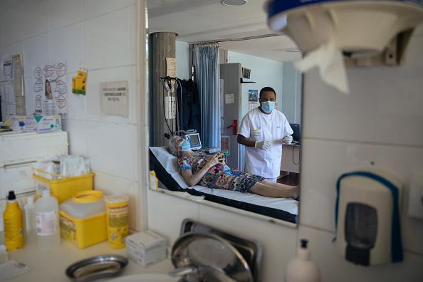 Alvaro Gonzalez「Coronavirus In Rural Spain: Portrait Of A Country Nurse And Her Schoolgoing Son」:写真・画像(1)[壁紙.com]