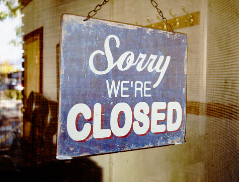 Closed「Closed sign on glass door」:スマホ壁紙(6)