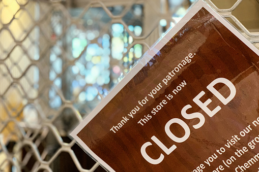 Closed「Closed Sign On Retail Store During Covid-19 Shut Down」:スマホ壁紙(13)