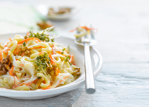 Walnut「Noodle salad with carrot, walnut and cress on plate」:スマホ壁紙(4)