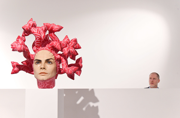 Stuart C「Unveiling Of Aspencrow's Cara Delevingne Sculpture 'Olympe' - Photocall」:写真・画像(6)[壁紙.com]
