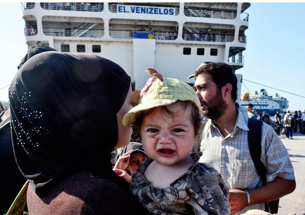 Passenger Craft「Hundreds Of Migrants Transported From The Greek Islands Arrive In Athens」:写真・画像(16)[壁紙.com]