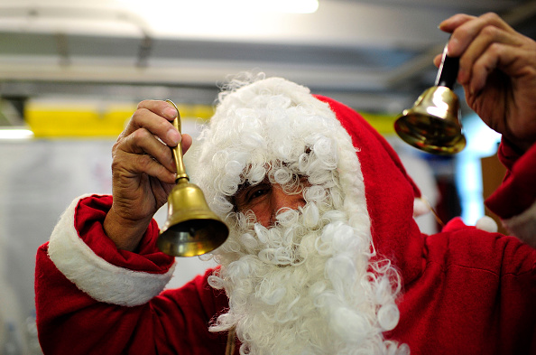Santa Claus「Santa Claus Visits Migrants Shelter」:写真・画像(19)[壁紙.com]