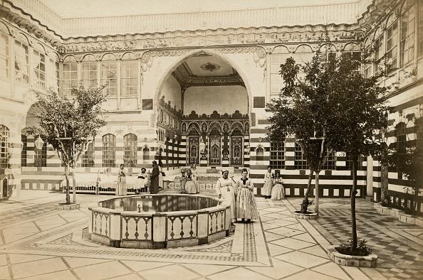 Spencer Arnold Collection「Damascus Courtyard」:写真・画像(3)[壁紙.com]