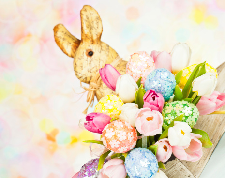 Easter Bunny「Tulip Bouquet with Easter Eggs and Rabbit」:スマホ壁紙(15)