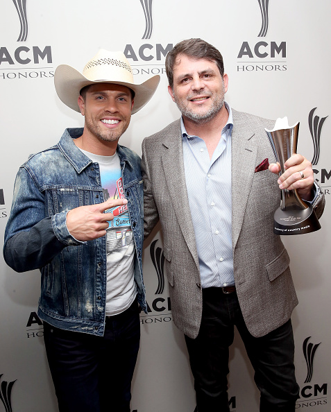 Graphic T-Shirt「12th Annual ACM Honors - Backstage And Audience」:写真・画像(19)[壁紙.com]