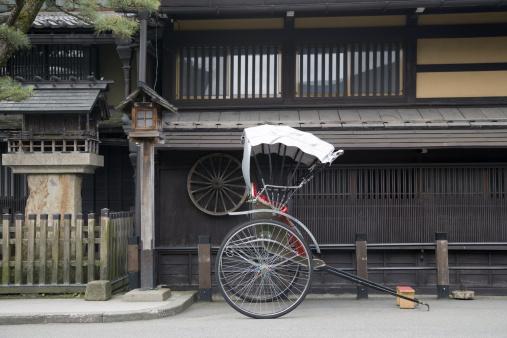 Takayama City「Japan, Gifu, Takayama City, rickshaw in street」:スマホ壁紙(2)