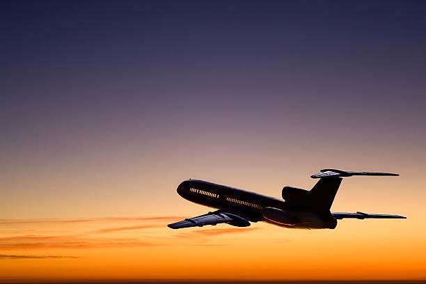 Flight departing in the sunset:スマホ壁紙(壁紙.com)