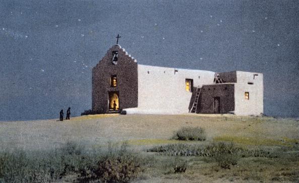 Sandia Mountains「An Indian Church, Pueblo of Sandia, near Albuquerque, New Mexico, USA, 20th century.Artist: Fred Harvey」:写真・画像(6)[壁紙.com]