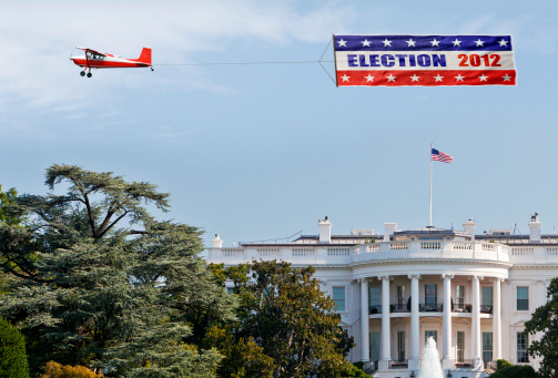 Election「Election banner being flown over the White House」:スマホ壁紙(2)