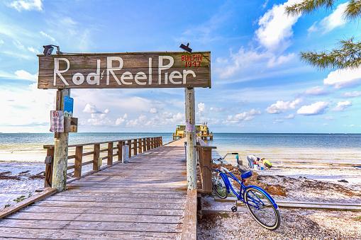 Wooden Post「Rod Reel Pier, Anna Maria Island, Florida」:スマホ壁紙(8)