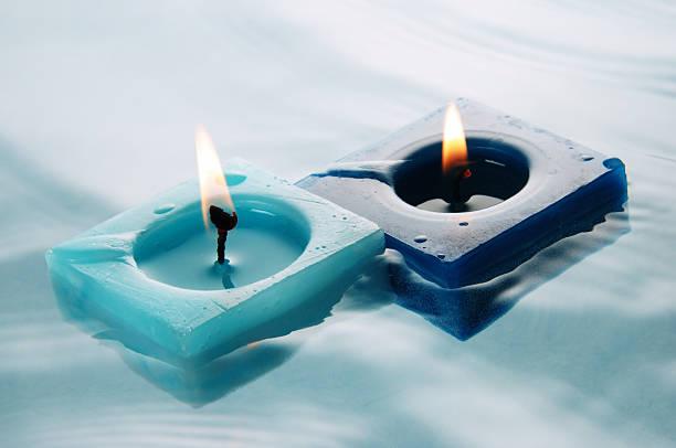 Floating candles:スマホ壁紙(壁紙.com)
