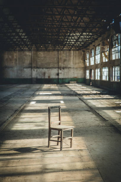 A Chair In The Abandoned Factory Building:スマホ壁紙(壁紙.com)