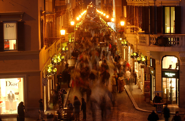 Christmas Decoration「Italians Browse Rome's Top Boutiques For Christmas Gifts」:写真・画像(0)[壁紙.com]
