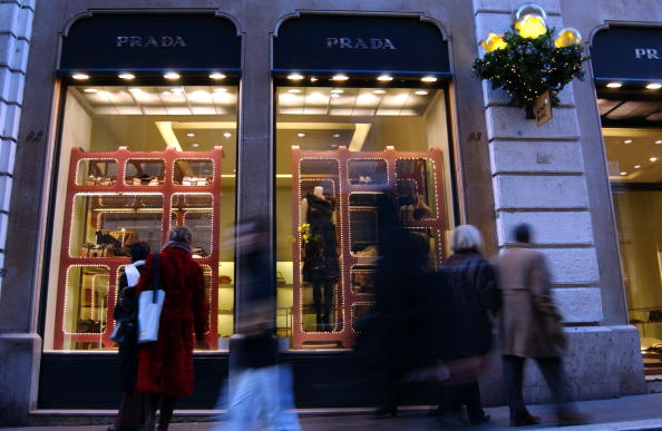 Franco Origlia「Italians Browse Rome's Top Boutiques For Christmas Gifts」:写真・画像(6)[壁紙.com]