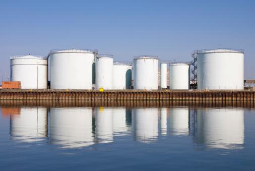 Storage Compartment「Storage tanks at harbor」:スマホ壁紙(5)