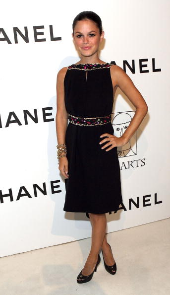 Clothing Store「CHANEL and P.S. ARTS Party at CHANEL Beverly Hills - Arrivals」:写真・画像(18)[壁紙.com]