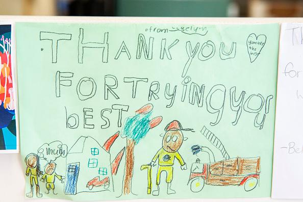 オーストラリア「Thank You Cards Left For Firefighters At RFS Headquarters As State Of Emergency Is Declared In NSW」:写真・画像(4)[壁紙.com]
