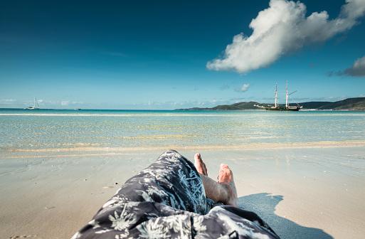cloud「男だけでオーストラリアのウィット サンデー ビーチで休んで」:スマホ壁紙(11)