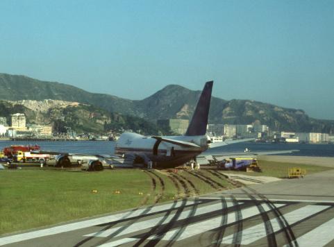 Airplane Crash「Planes on tarmac」:スマホ壁紙(16)