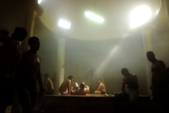 Bathhouse「Iraqis Enjoy Rest and Relaxation in Traditional Hammams」:写真・画像(18)[壁紙.com]