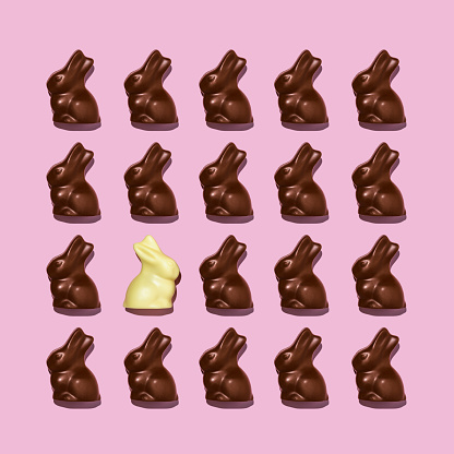 Baby Rabbit「White chocolate easter bunny among dark ones」:スマホ壁紙(8)