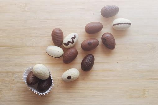 Easter「White chocolate, dark chocolate and milk chocolate easter eggs」:スマホ壁紙(1)