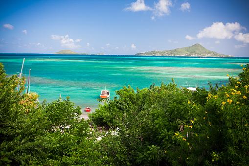 Midday「caribbean lagoon with boats」:スマホ壁紙(19)