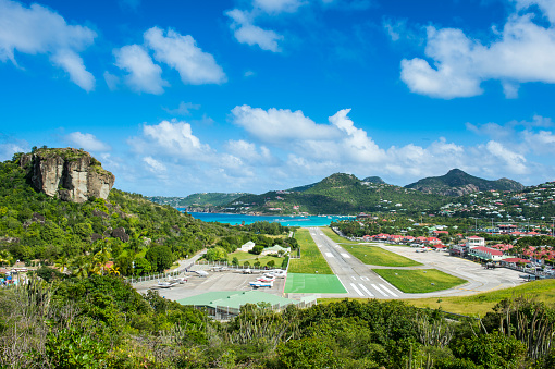 French Overseas Territory「Caribbean, Lesser Antilles, Saint Barthelemy, View to airport」:スマホ壁紙(5)