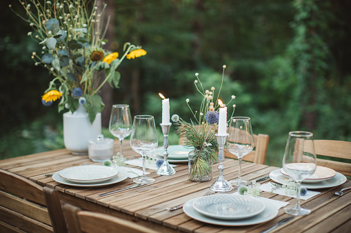 Place Setting「Table for dinner set on porch」:スマホ壁紙(6)