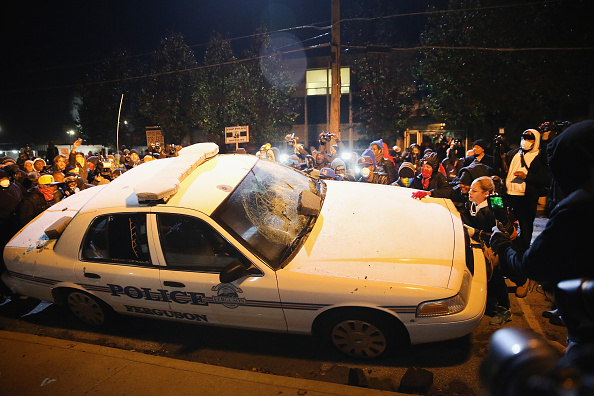 Missouri「Riots After Grand Jury Decision Rip Apart Ferguson, Missouri」:写真・画像(5)[壁紙.com]