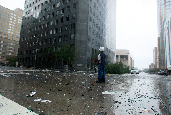 Hurricane Ike「Hurricane Ike Makes Landfall On Texas Coast」:写真・画像(6)[壁紙.com]