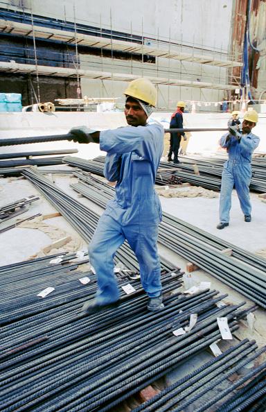 Basement「Carrying rebar for the big base pour on an apartment block at Dubai marina. Dubai, UAE.」:写真・画像(11)[壁紙.com]