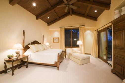Ceiling Fan「Neutral bedroom with high wooden ceiling」:スマホ壁紙(11)